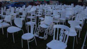 ニュージーランド 復興アート 185の空の椅子